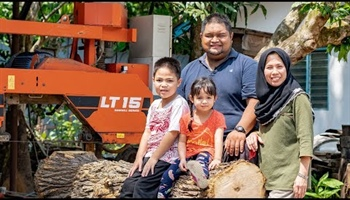Schoolteacher Reclaiming Wood in Malaysia with Wood-Mizer LT15 Sawmill