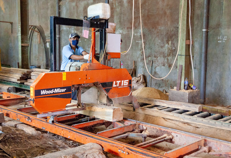 Solo Sawmillers Replace Vertical Saws with Thin-kerf LT15 Running 2 Shifts Daily